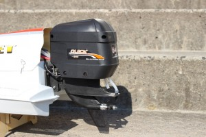 Aussenbordmotor-RC-Formel-1-Boot-Hornet-300x200 in RC Modellbau Formel 1 Rennboot Hornet