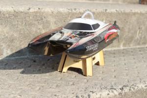 Das-schicke-Mini-Cat-Centurion-ist-ein-RC-Rennboot-im-Modellbau-300x200 in RC Modellbau Boot Centurion von Turnigy