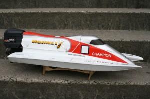 Formel-1-RC-Boot-und-Rennboot-Hornet-von-Beili-Model-300x199 in RC Modellbau Formel 1 Rennboot Hornet