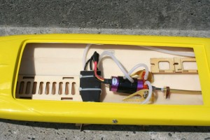 RC-Modellbau-Boot-Rocket-in-Gelb3-300x200 in RC Modellbau Boot Rocket