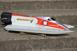 RC-Modellbau-Formel-1-Rennboot-Hornet-300x200 in RC Modellbau Formel 1 Rennboot Hornet